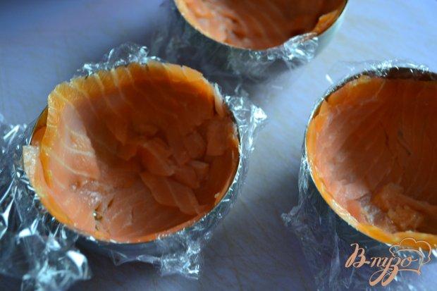 Закуска из копченой семги с начинкой