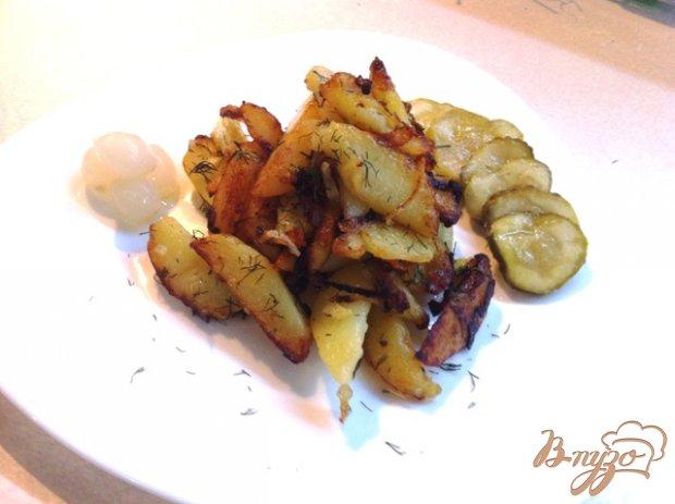 Жареный картофель с чесноком и луком
