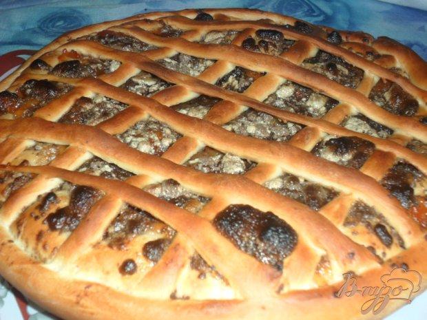 Пирог с повидлом и халвой