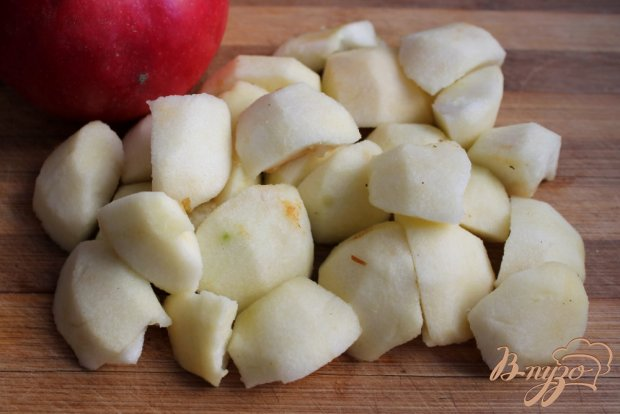 Шарлотка с яблоком и корицей