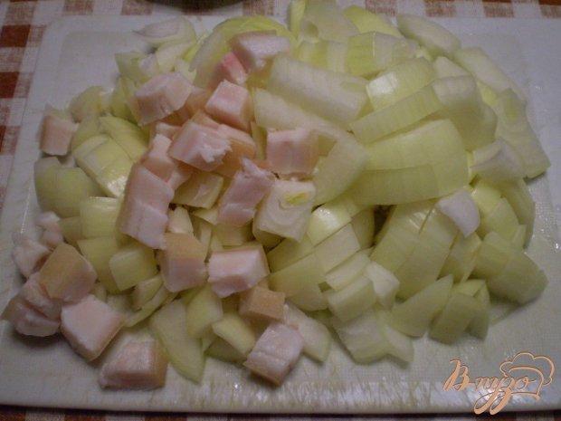 Жареный лук с салом и паприкой