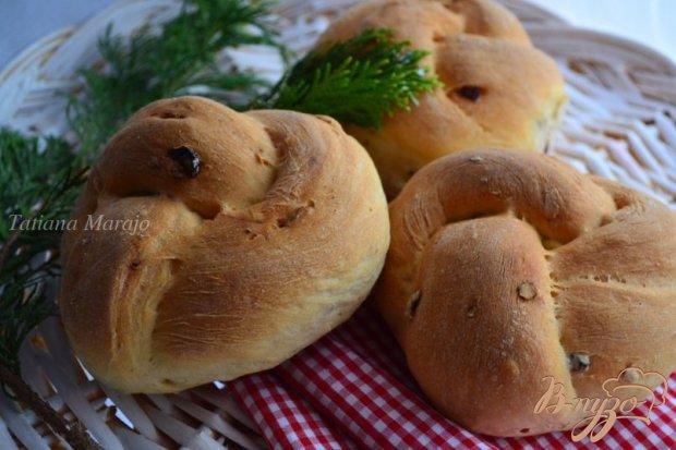 Хлебные булочки с миндалем и вяленой клюквой