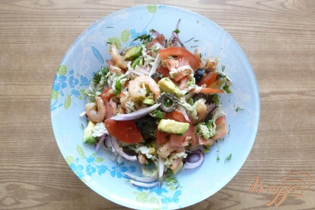 Салат из авокадо и копченых креветок