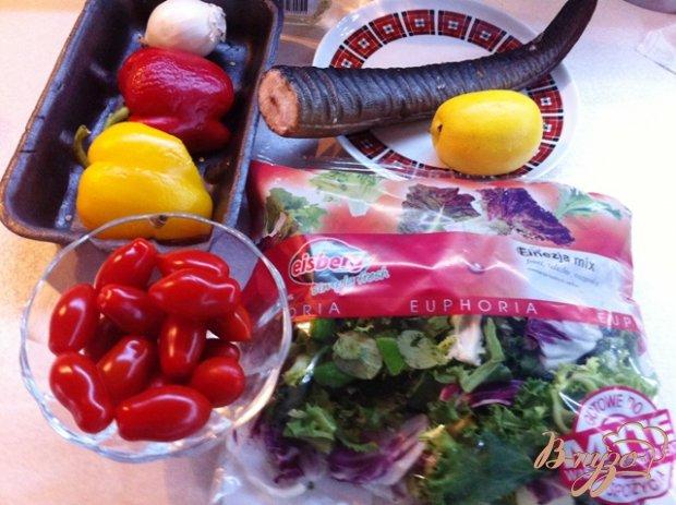 Овощной салат с копченым угрём.