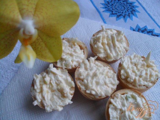 Тарталетки с сыром и чесноком