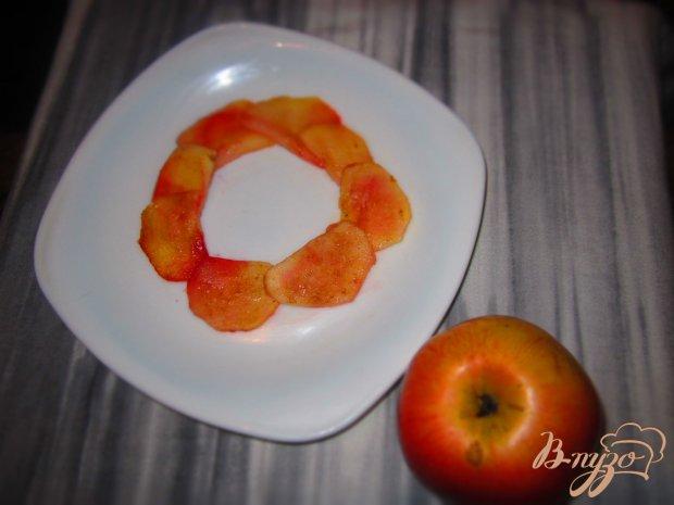 Теплый салат с куриной печени, яблок, тыквы