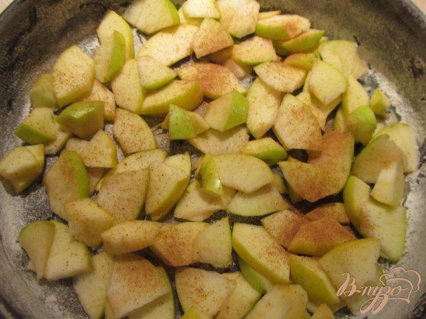 Быстрая шарлотка с яблоками и корицей