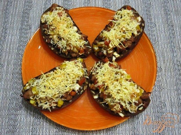 Горячие фитнес-бутерброды с фаршем и сыром