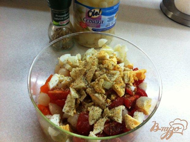 Салат с ветчиной, овощами и маринованным луком