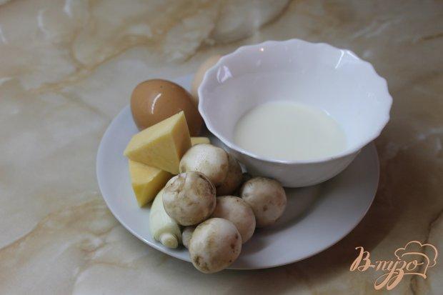Куриный омлет с твердым сыром фаршированный грибами с луком