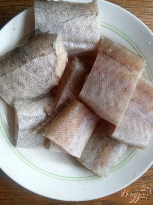 Минтай запеченный с орехами под сливочным соусом