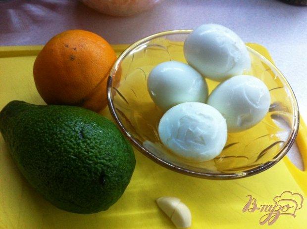 Яйца фаршированные дипом из авокадо