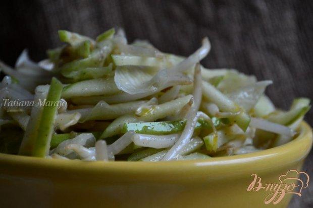 Салат с проростками  маша и яблоком