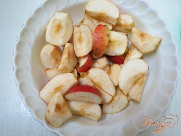 Комтот из яблок, клюквы и клубники