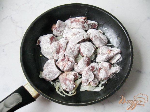 Куриная печень с грибами в сливках