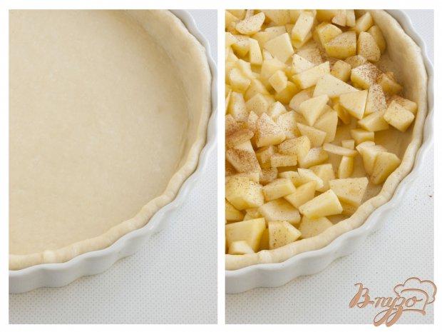 Пирог из дрожжевого теста с кусочками яблок