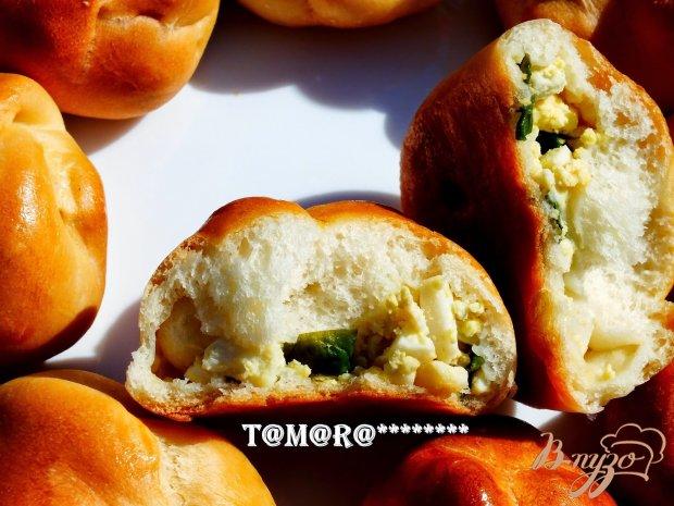 Плетеные пирожки с зеленым луком и яйцом