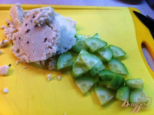 Салат с вялеными помидорами и адыгейским сыром