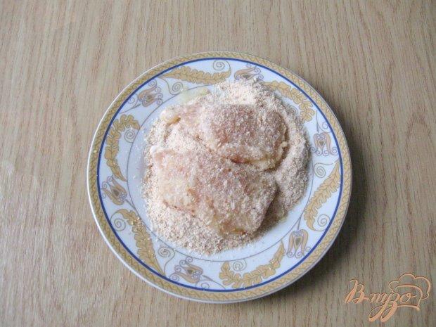 Филе куриной грудки в яйцах и сухарях
