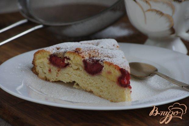 Ароматный пирог с клубникой