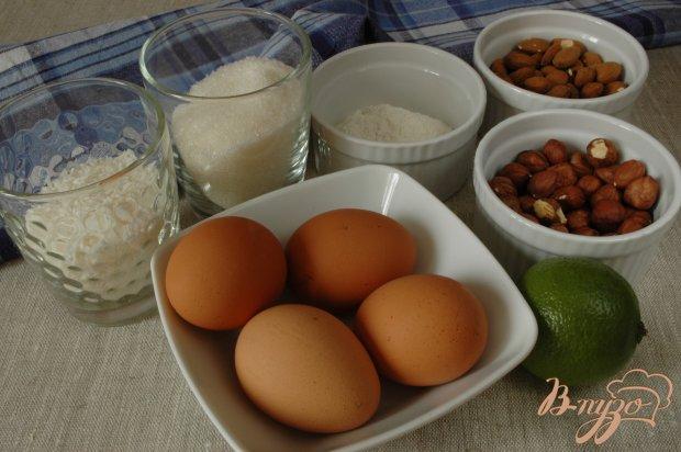 Пирог с орехами, кокосовой стружкой и цедрой лайма