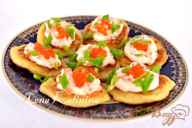 Картофельные оладьи со сметанно-икорным кремом