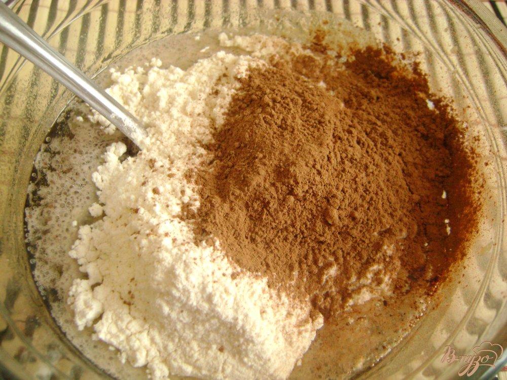 Фото приготовление рецепта: Арахисовая коврижка на чайной заварке шаг №4