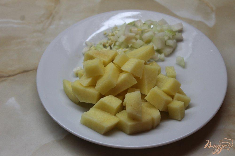 Фото приготовление рецепта: Морской суп с мидиями шаг №2