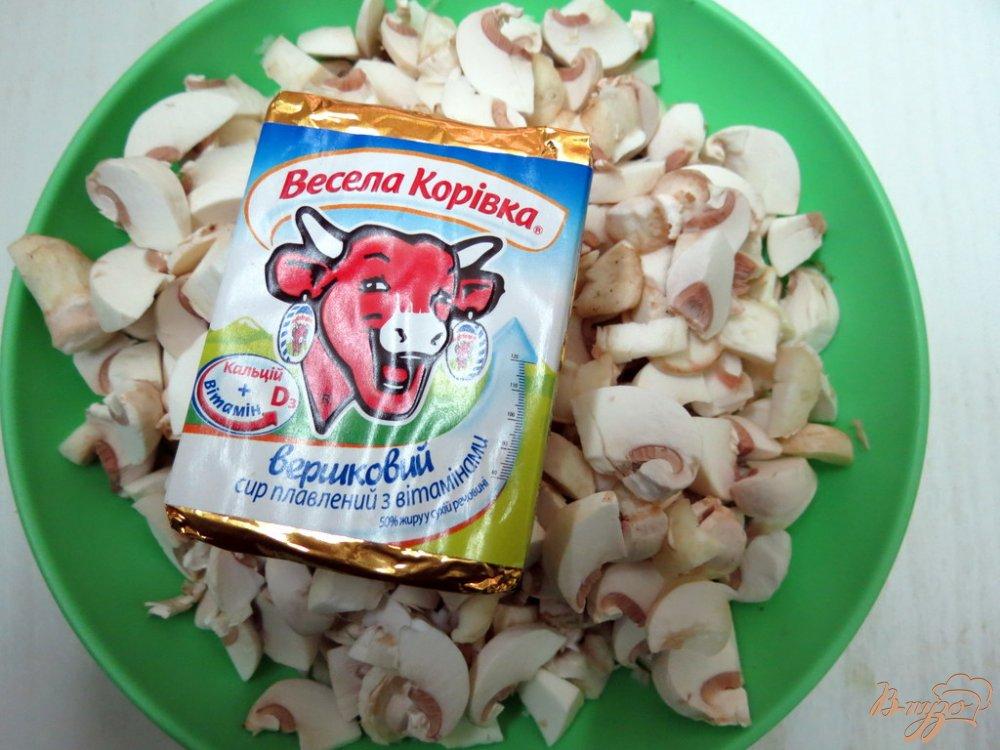 Фото приготовление рецепта: Карп фаршированный грибами и сыром шаг №2
