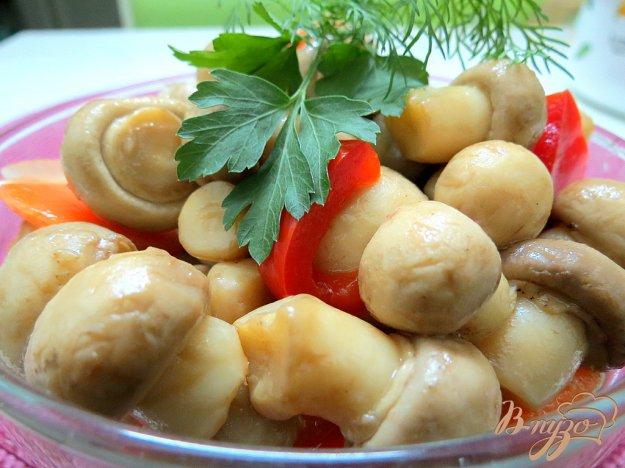 фото рецепта: Шампиньоны маринованные с луком и болгарским перцем