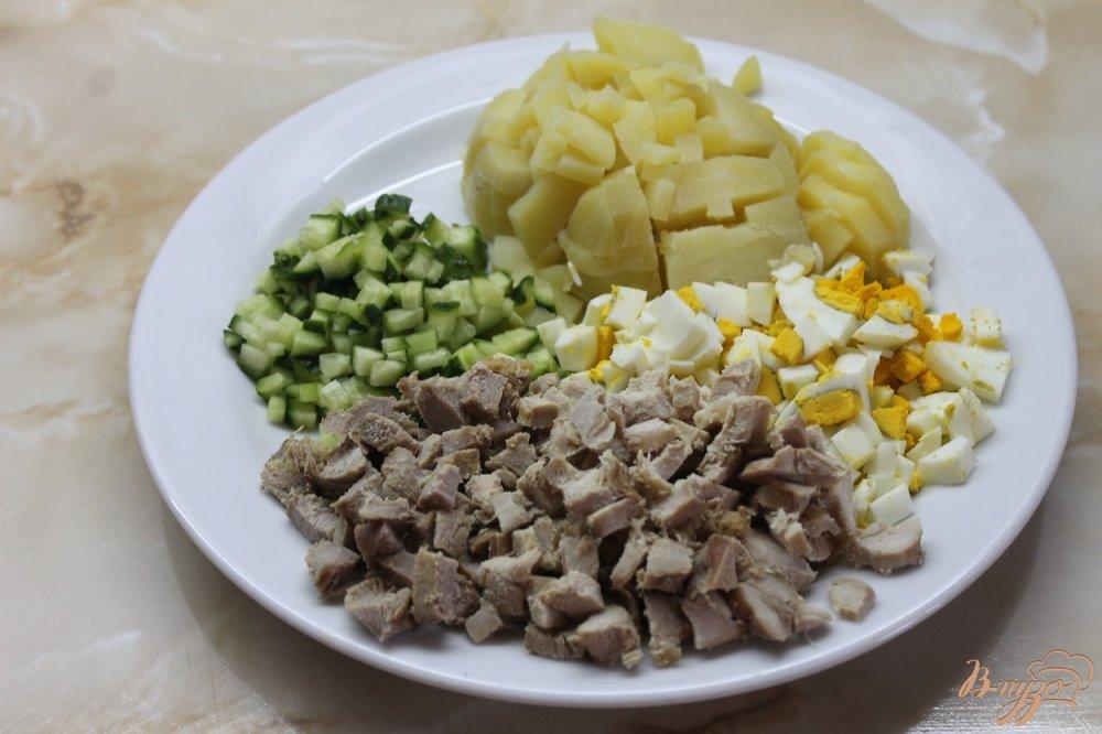 Фото приготовление рецепта: Окрошка мясное ассорти шаг №3