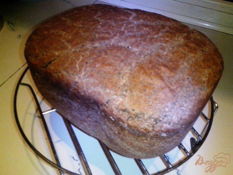 Фото приготовление рецепта: Чёрный хлеб на закваске с солодом и кориандром в хлебопечке шаг №3