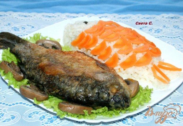 фото рецепта: Жареные караси с гарниром из риса,овощей и грибов