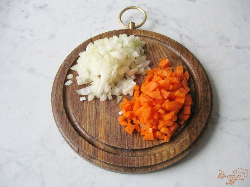 Фото приготовление рецепта: Суп с перловкой и лесными грибами шаг №6