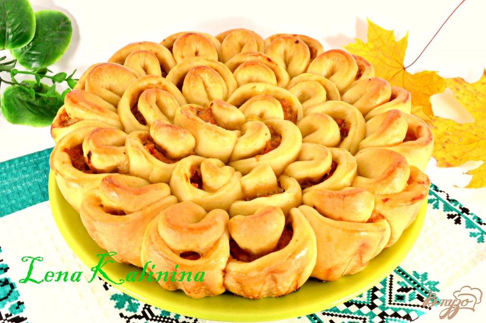Фото приготовление рецепта: Дрожжевой пирог с мясом и капустой