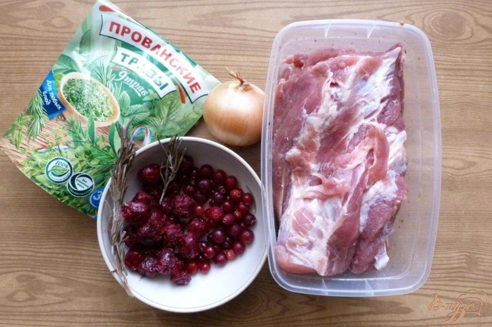 Фото приготовление рецепта: Мясной рулет с клюквенно- вишневой начинкой шаг №1