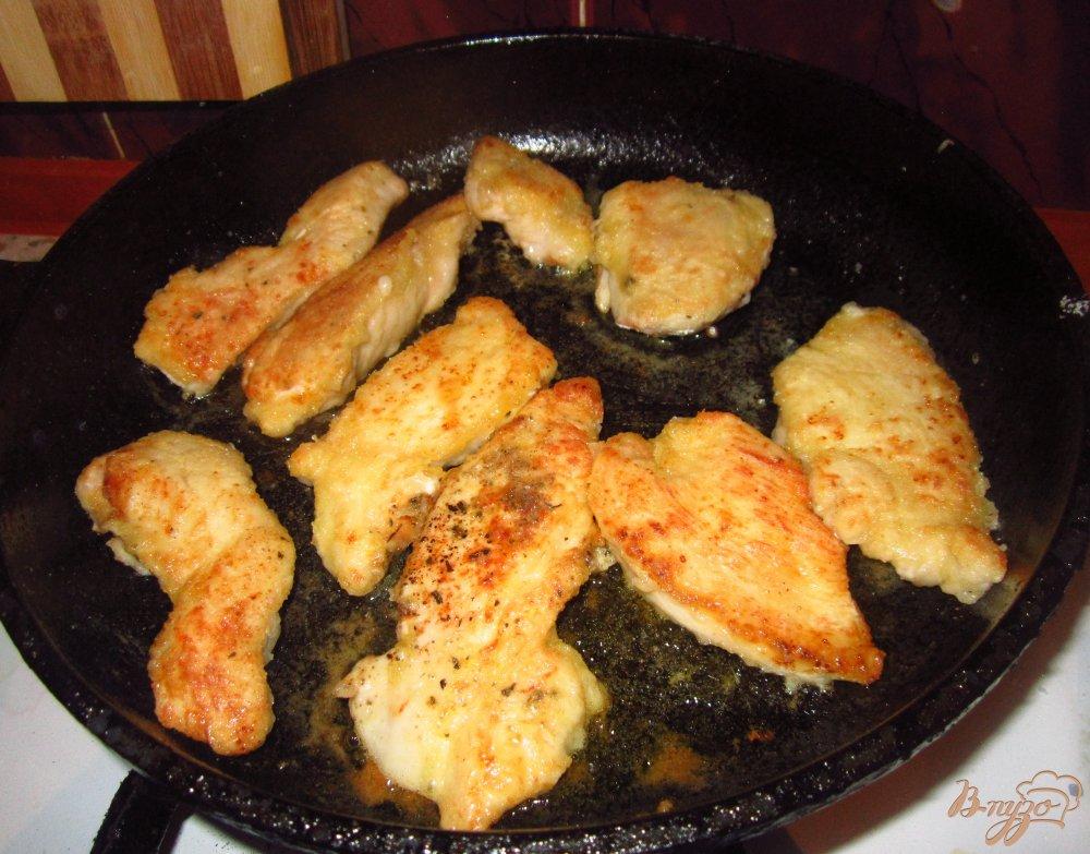 Фото приготовление рецепта: Куриное филе маринованное в пиве шаг №5
