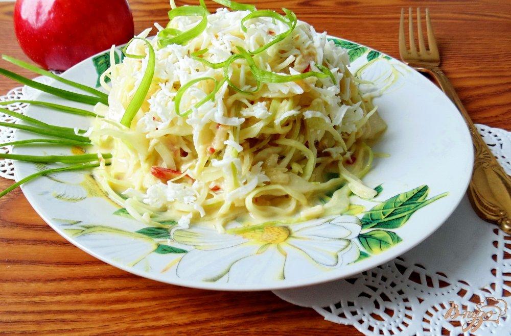 Фото приготовление рецепта: Капустный салат с яичной заливкой шаг №10