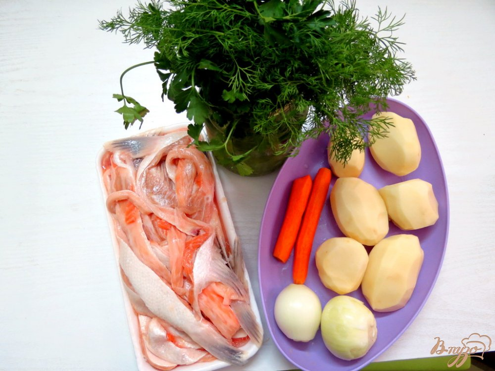 Фото приготовление рецепта: Суп из брюшек сёмги шаг №1