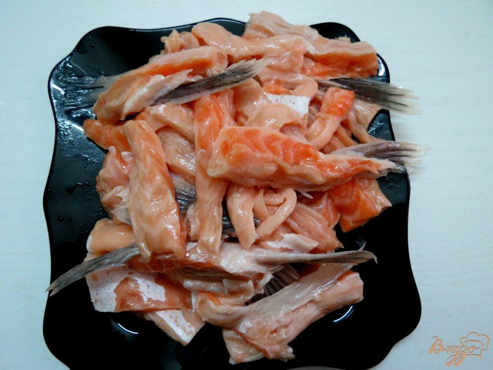 Фото приготовление рецепта: Суп из брюшек сёмги шаг №2