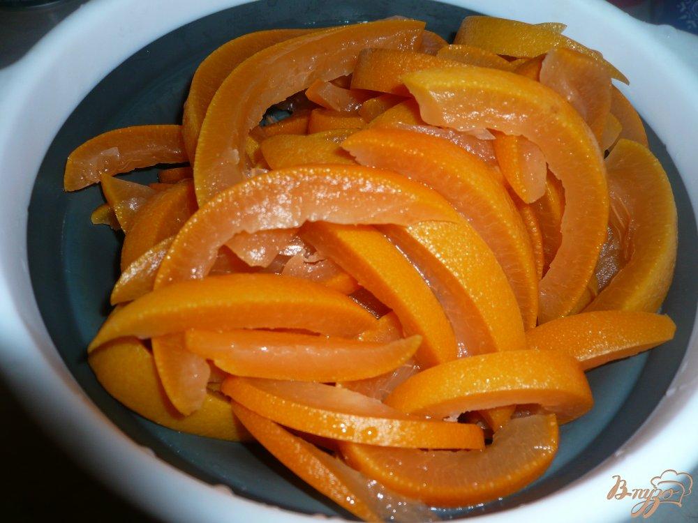 Фото приготовление рецепта: Цукаты из корок грейпфрута шаг №4