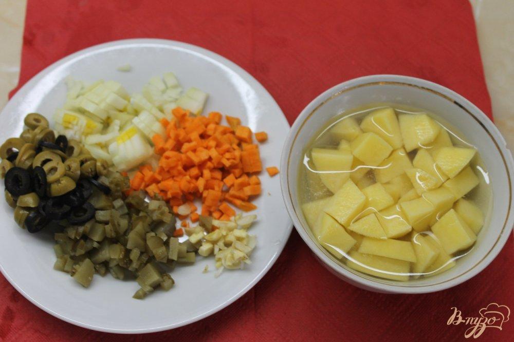 Фото приготовление рецепта: Солянка с копченой грудкой утки шаг №3