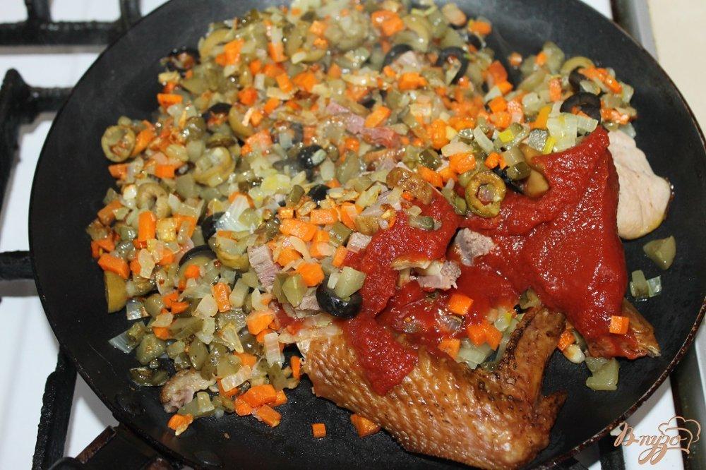 Фото приготовление рецепта: Солянка с копченой грудкой утки шаг №6