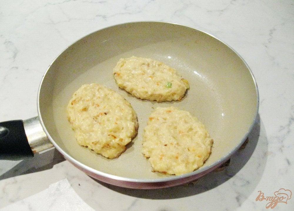 Фото приготовление рецепта: Оладьи из квашеной капусты. шаг №6