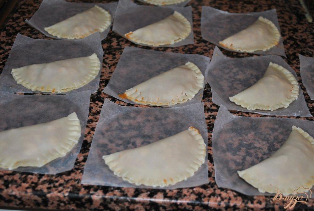 Фото приготовление рецепта: Эмпанадийас(вареники) с тунцом шаг №6