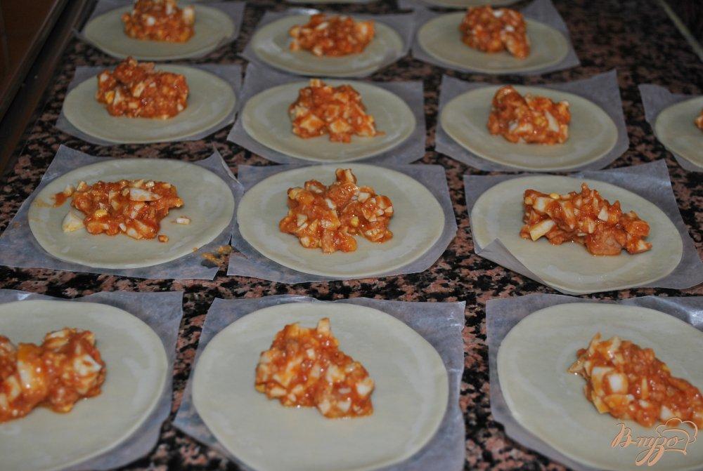 Фото приготовление рецепта: Эмпанадийас(вареники) с тунцом шаг №5