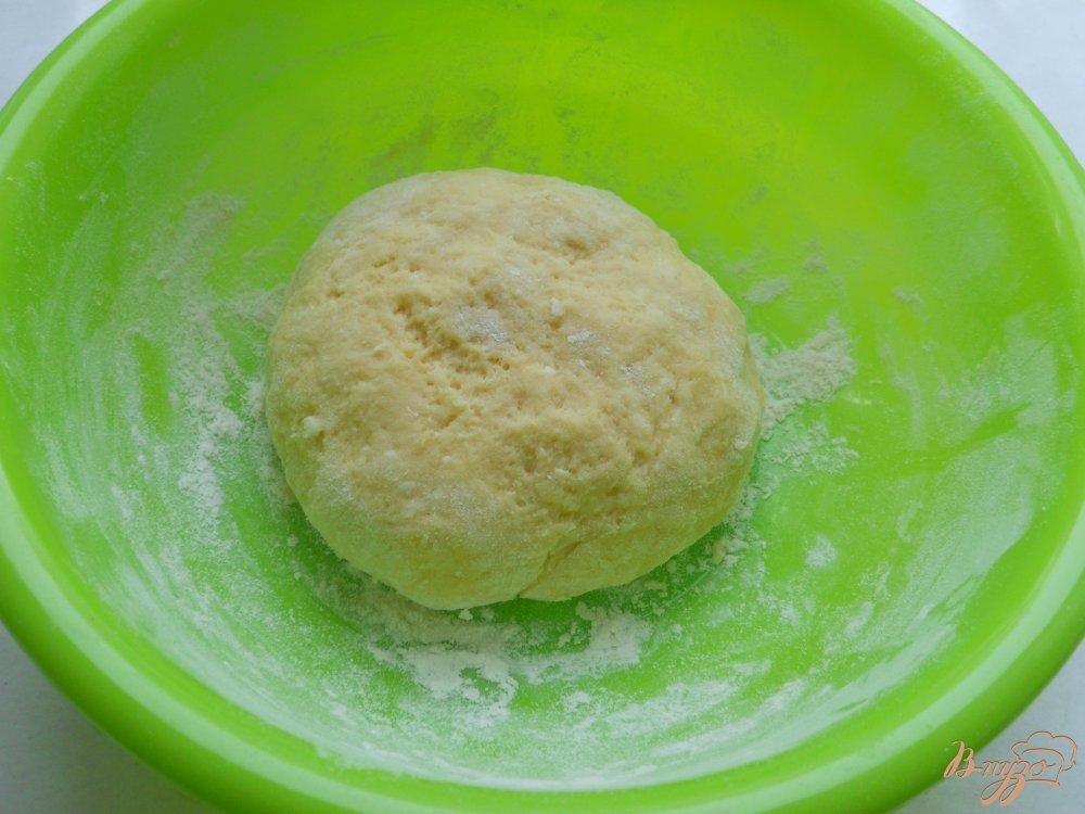 Фото приготовление рецепта: Пончики из плавленного сыра шаг №3
