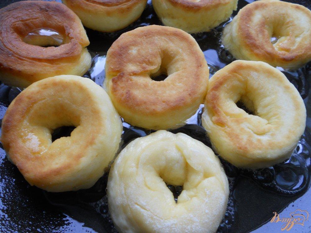 Фото приготовление рецепта: Пончики из плавленного сыра шаг №5