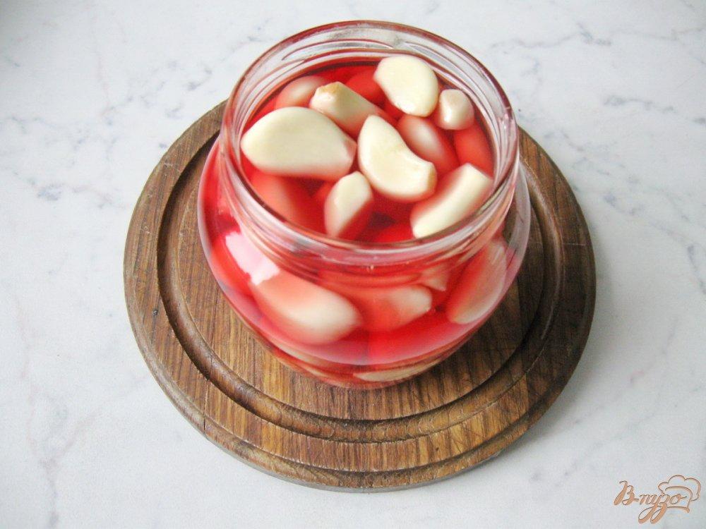 Фото приготовление рецепта: Чеснок маринованый на зиму. шаг №6