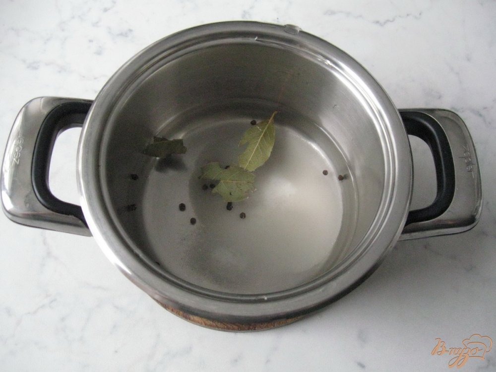 Фото приготовление рецепта: Чеснок маринованый на зиму. шаг №3